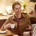 【マンツーマンならどっち?】カフェ英会話と英会話スクールを徹底比較!